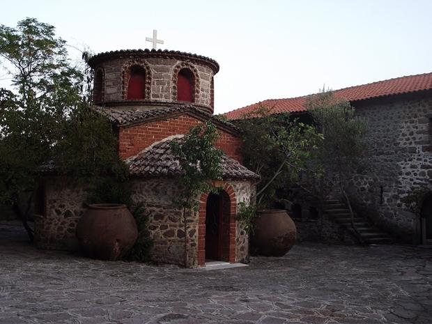 limanos-manastiri-ic-gorunum