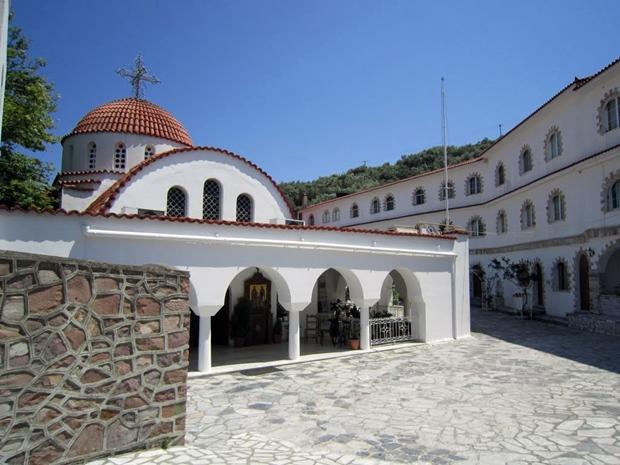 saint-raphael-manastiri-avlusu